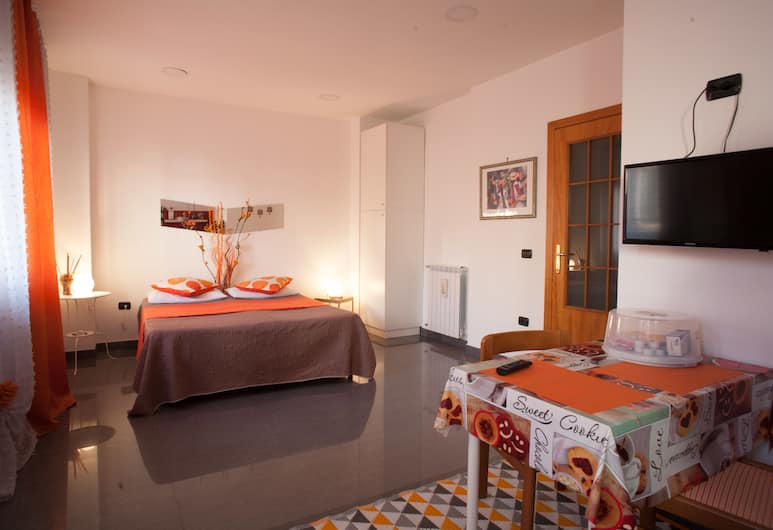 Malu Apartments, Naples, Studio Standar, Kamar