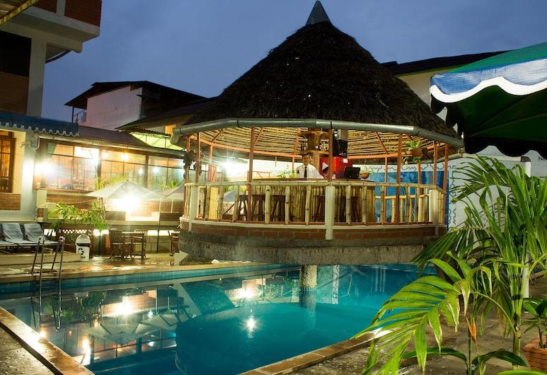 洛斯蓋維朗妮絲飯店, 普卡帕, 室外游泳池