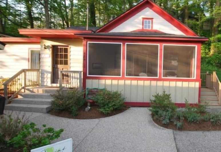The Swallow - Three Bedroom Villa, Sleeps 7, Saugatuck, Front of property