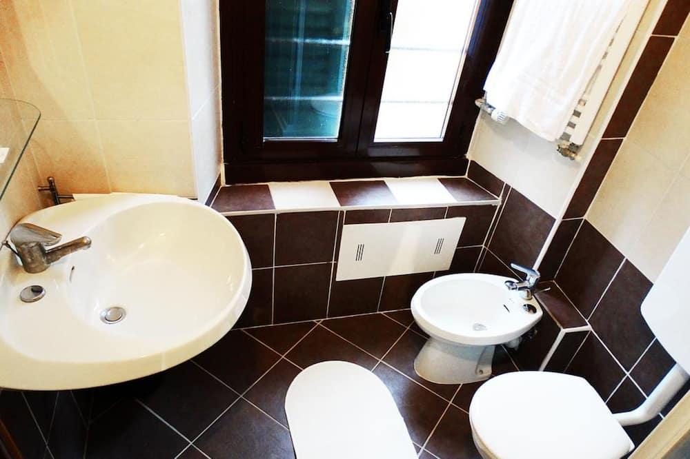 Double or Twin Room, Lake View - Bilik mandi