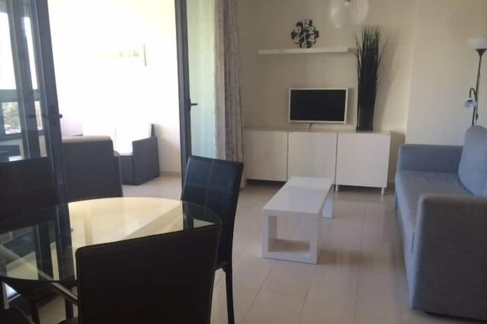 Apartment, 1 Bedroom, Pool View - Living Area