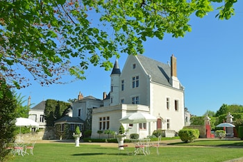 Enter your dates to get the Amboise hotel deal