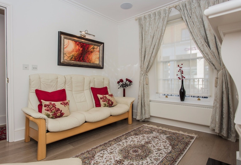 Stunning & Modern 3Bed House in Victoria, London, Apartment, 3 Bedrooms, Living Room