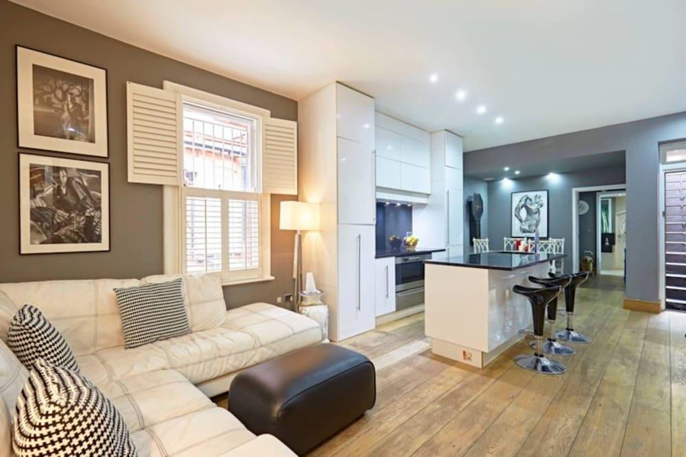 apartment bedroom. Beautiful Kensington 2 Bedroom Luxury Apartment, London Apartment