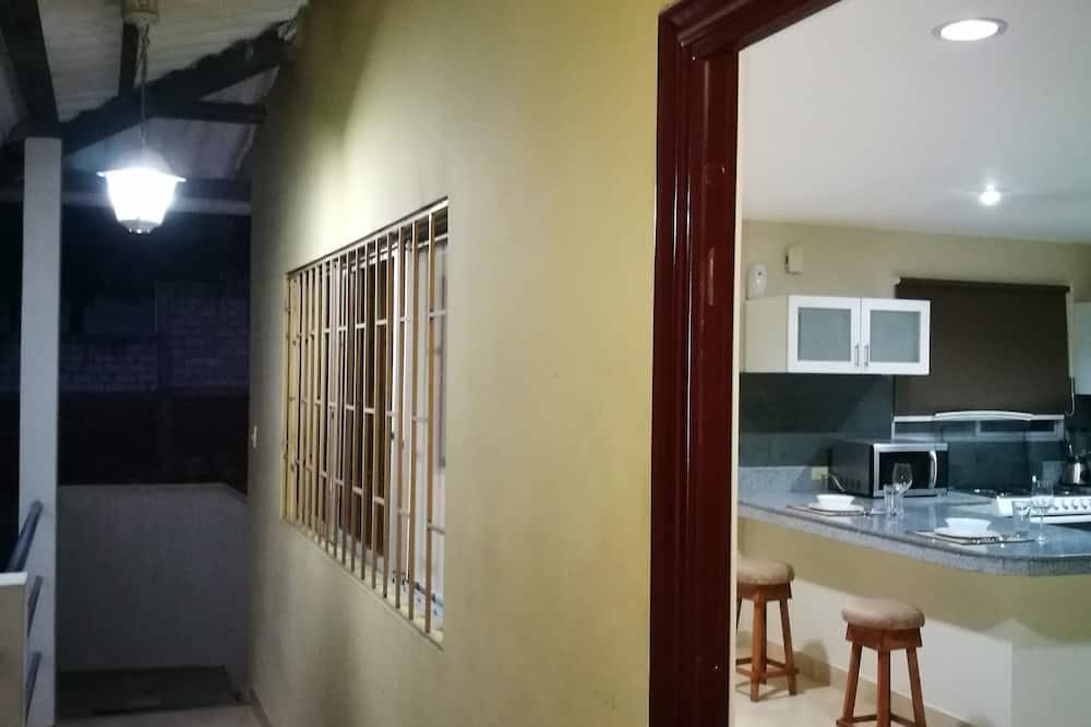Executive Suite, 1 Queen Bed, Balcony, Tower - Balcony