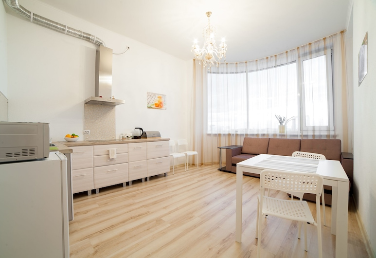 Apart-Hotel Uralskie Berega, Jekaterinburg, Superior-lejlighed, Privat køkken