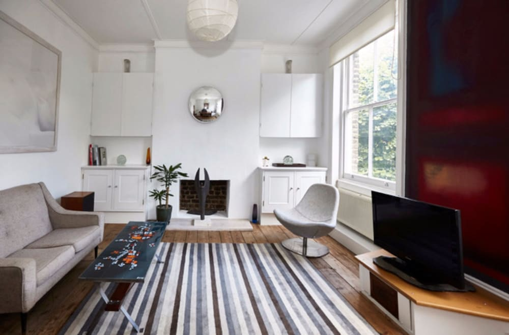 Bed In Woonkamer : Stunning bed home in kentish town in londen hotels