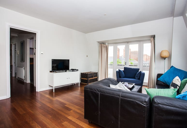 Spacious Top-Floor Flat With Stunning Roof Terrace, London, Apartment, 1 Bedroom, Living Room