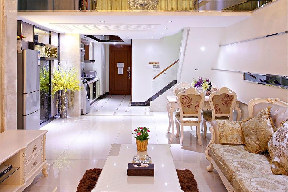 Deluxe Double  Loft - Living Area