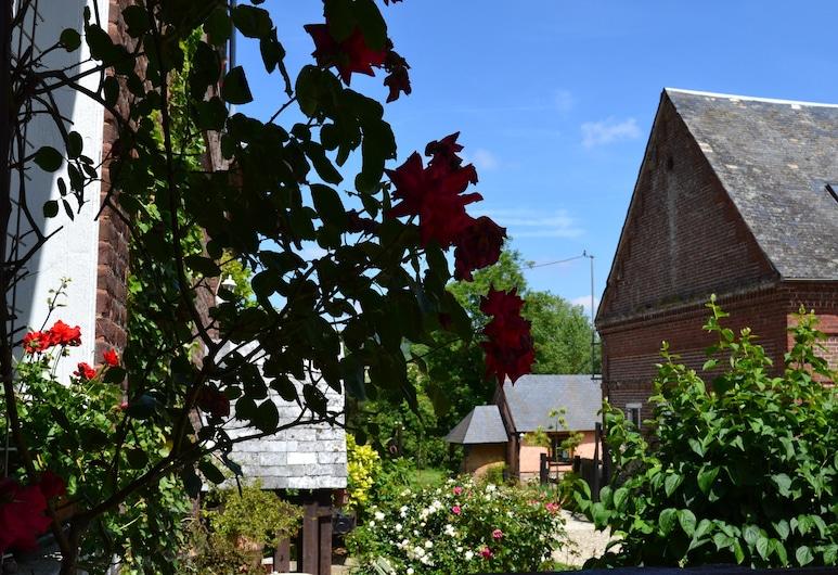 Au Mesnil Le Bas Bray, Bures-en-Bray, Bahçe