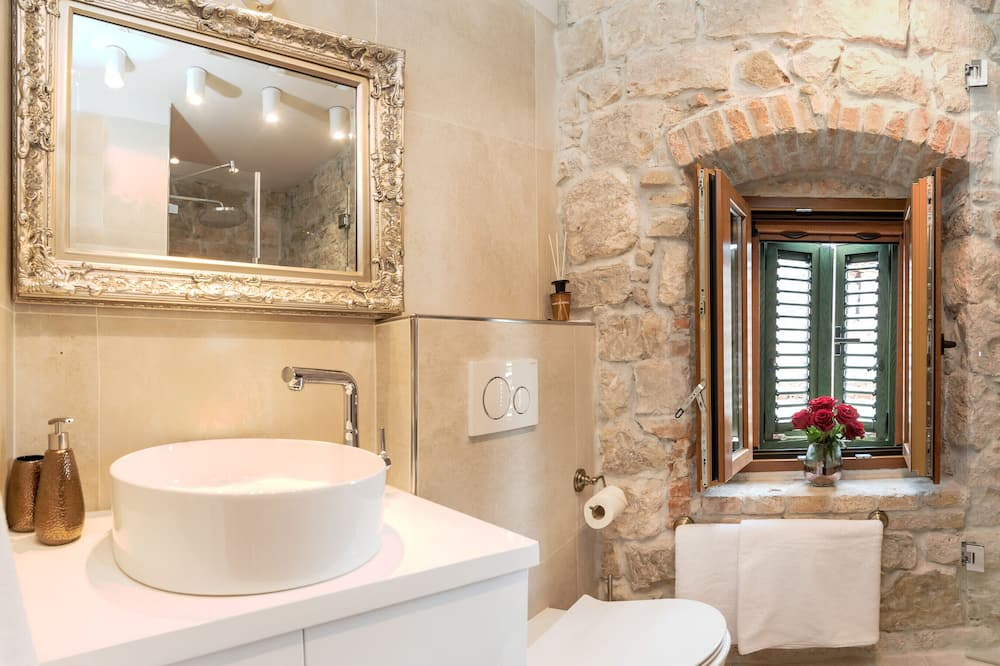 Deluxe Room, City View - Bathroom