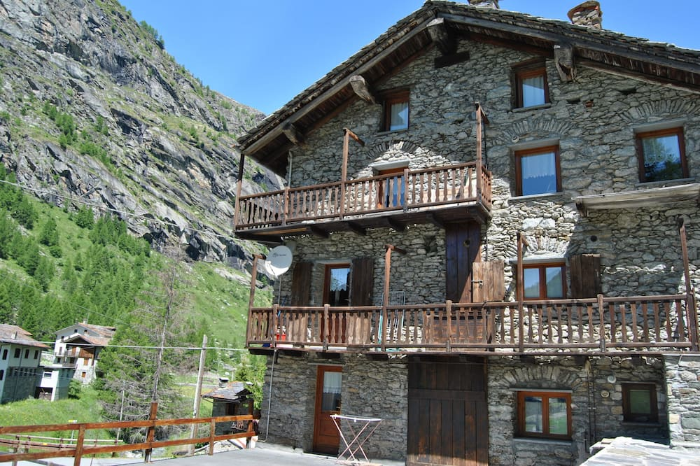 Standard Apartment, 2 Bedrooms, Kitchen, Mountain View - Balcony