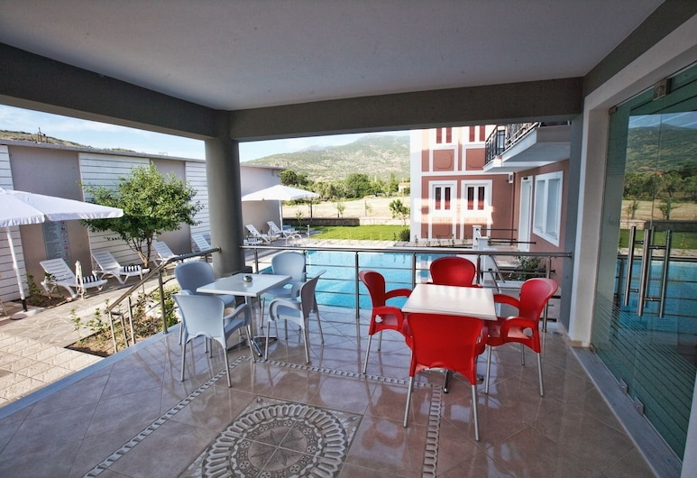 Sun & Sea Luxury Hotel, Mytilène, Terrasse/Patio