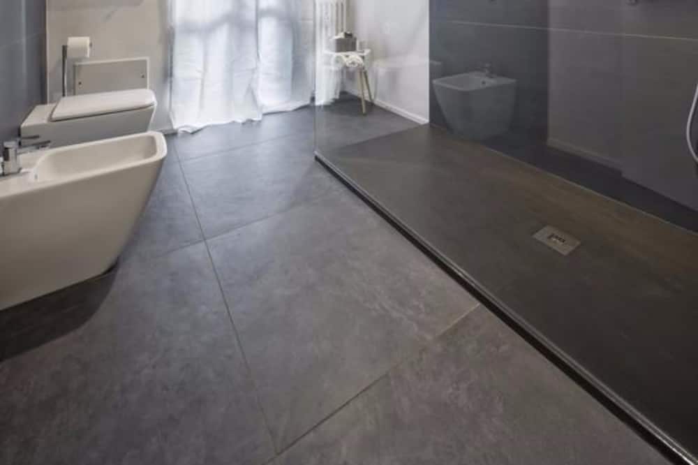 Classic Suite, City View - Bathroom