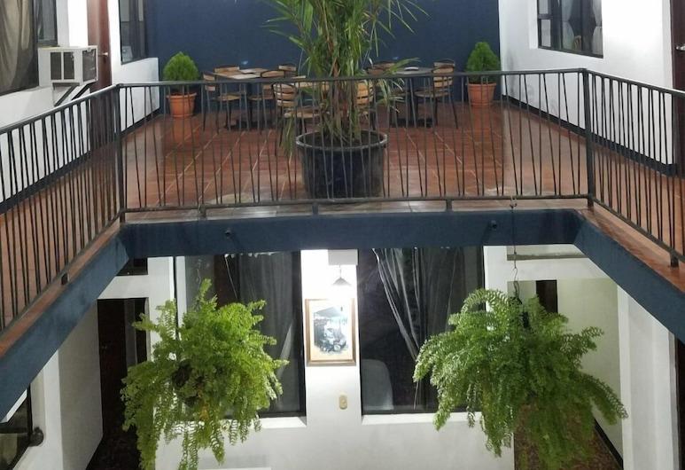 Hotel El Portal 1610, Leon, Sân vườn
