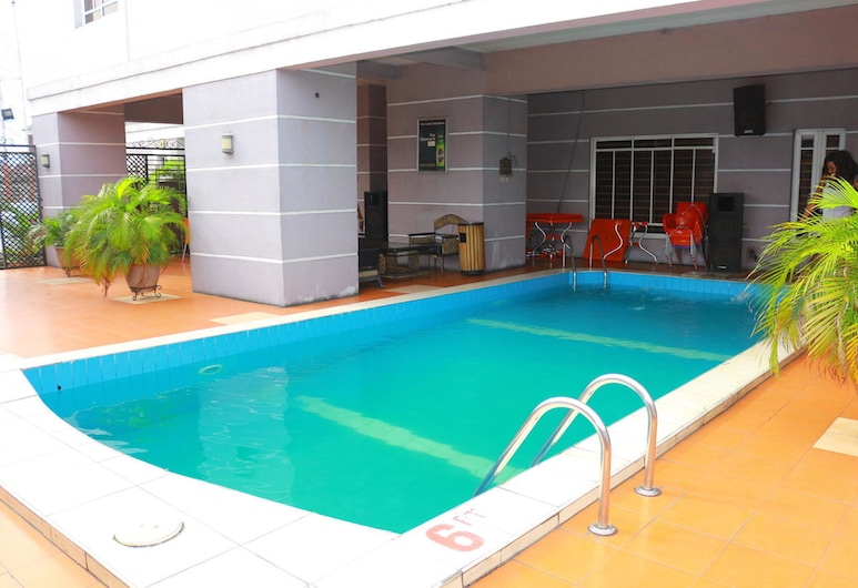 1804 Boutique Hotel, Port Harcourt, Außenpool