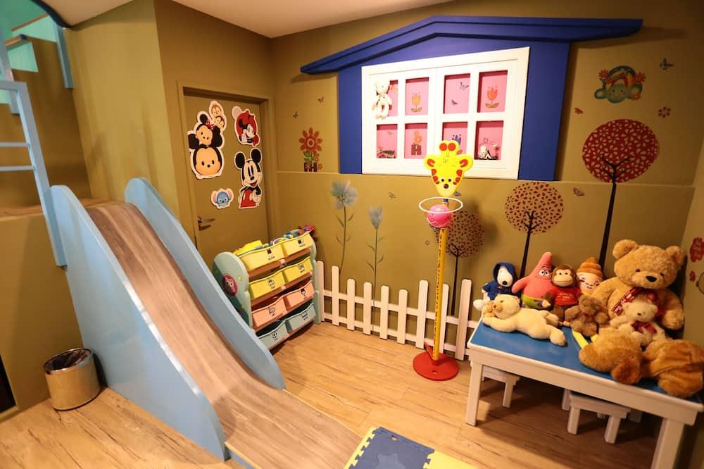 Family Quadruple Room - Children's Theme Room