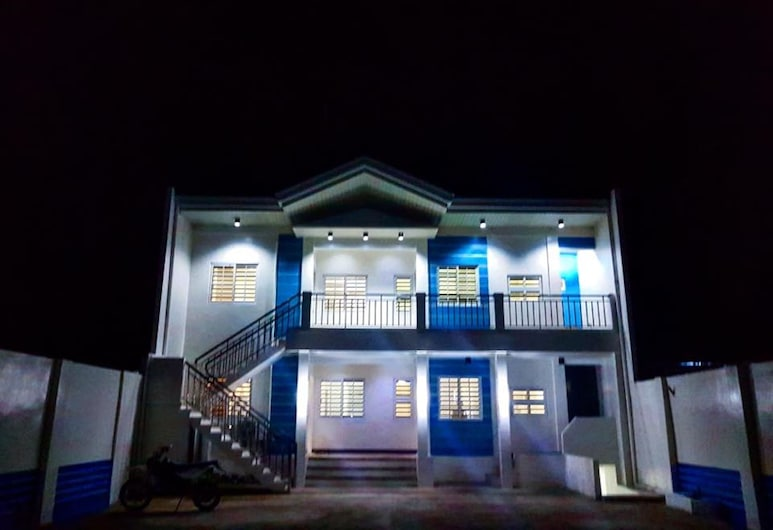 V and G Suites Limay, Limay, Fachada del hotel de noche