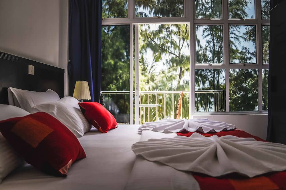 Deluxe Double Room, 1 King Bed, Beach View, Beachfront - Guest Room