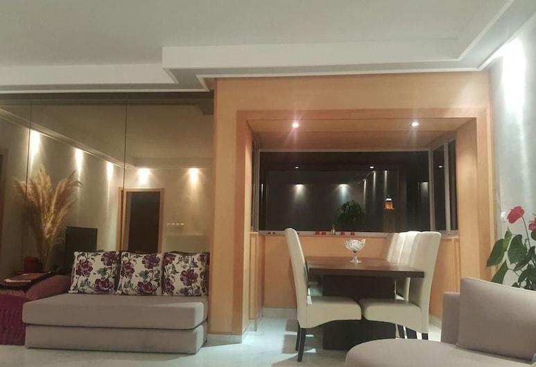 Luxurious Apartment With Great View, Casablanca, Luxusní apartmán, 2 ložnice, Obývací pokoj