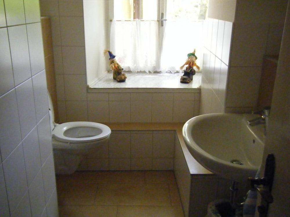 Gasthaus Hinterbrühl, Salzburg, Doppelzimmer, Badezimmerausstattung