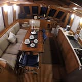 Suite, 3 Bedrooms, Sea Facing (Yacht) - In-Room Dining