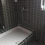 Shared Dormitory - Bathroom Shower