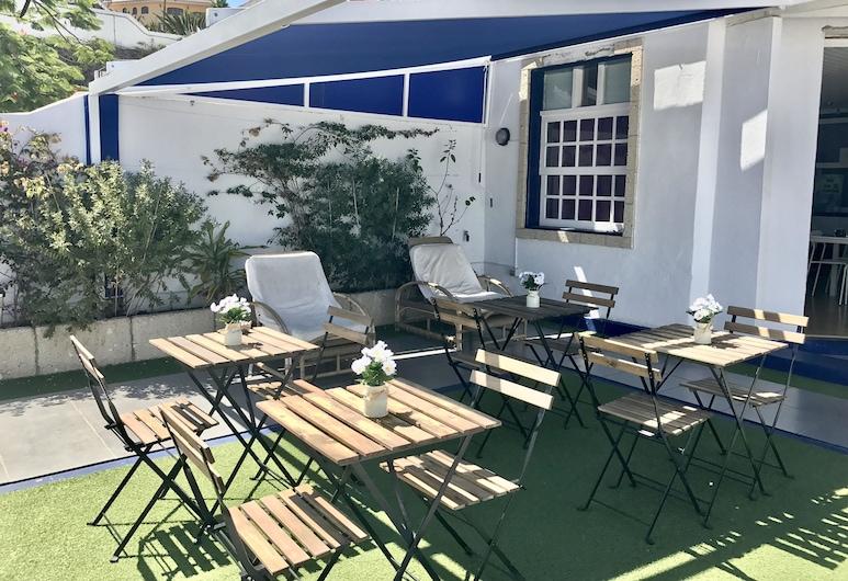 Endless Summer House - Hostel adults only, Adeje, Terasa/trijem