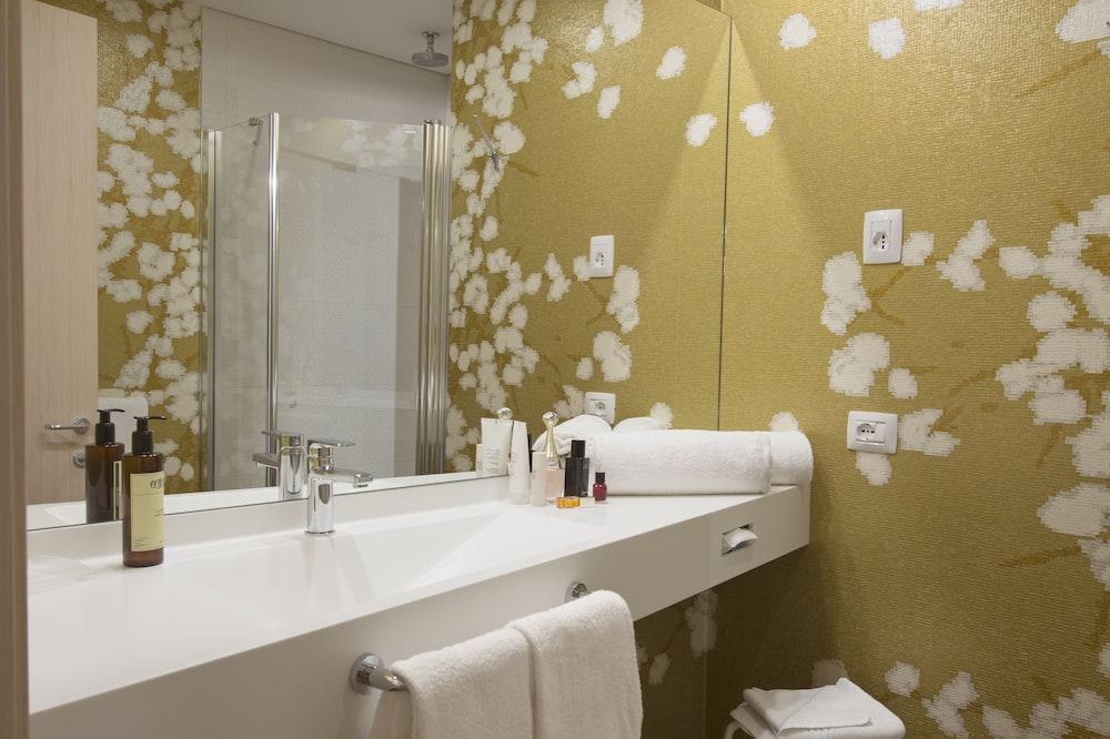 Superior szoba kétszemélyes vagy két külön ággyal, 1 hálószobával - Fürdőszoba