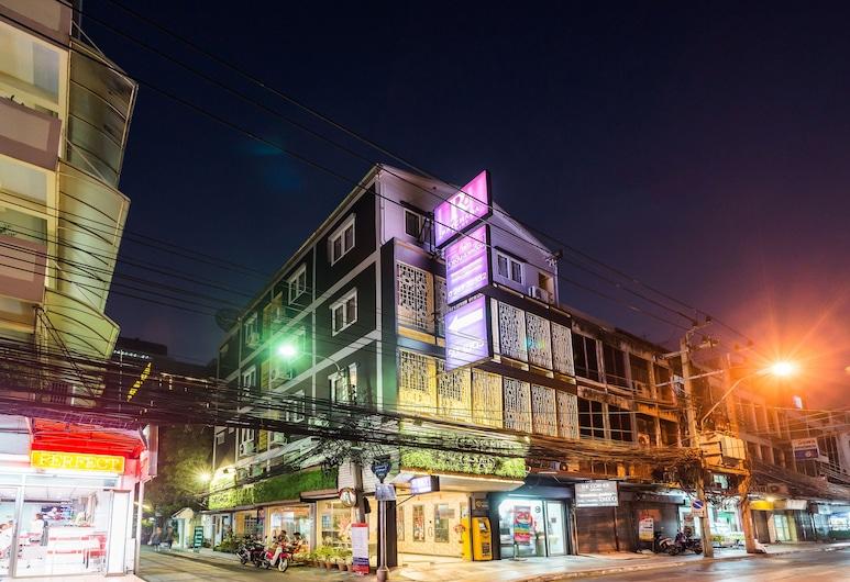 The Corner Ratchada, Bankokas, Viešbučio fasadas vakare / naktį