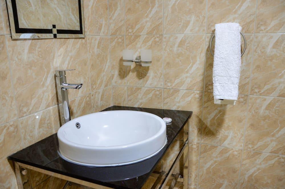 Phòng đơn - Chậu rửa trong phòng tắm