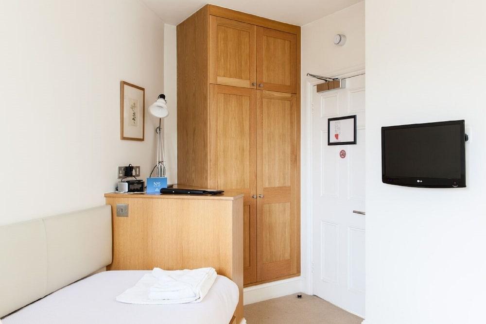 Book blueprint apartments no 5 doughty street in london hotels blueprint apartments no 5 doughty street london studio 1 single bed malvernweather Choice Image