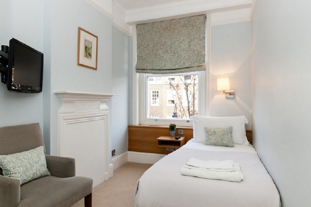 Book blueprint apartments no 5 doughty street in london hotels blueprint apartments no 5 doughty street london apartment 2 bedrooms guest malvernweather Gallery