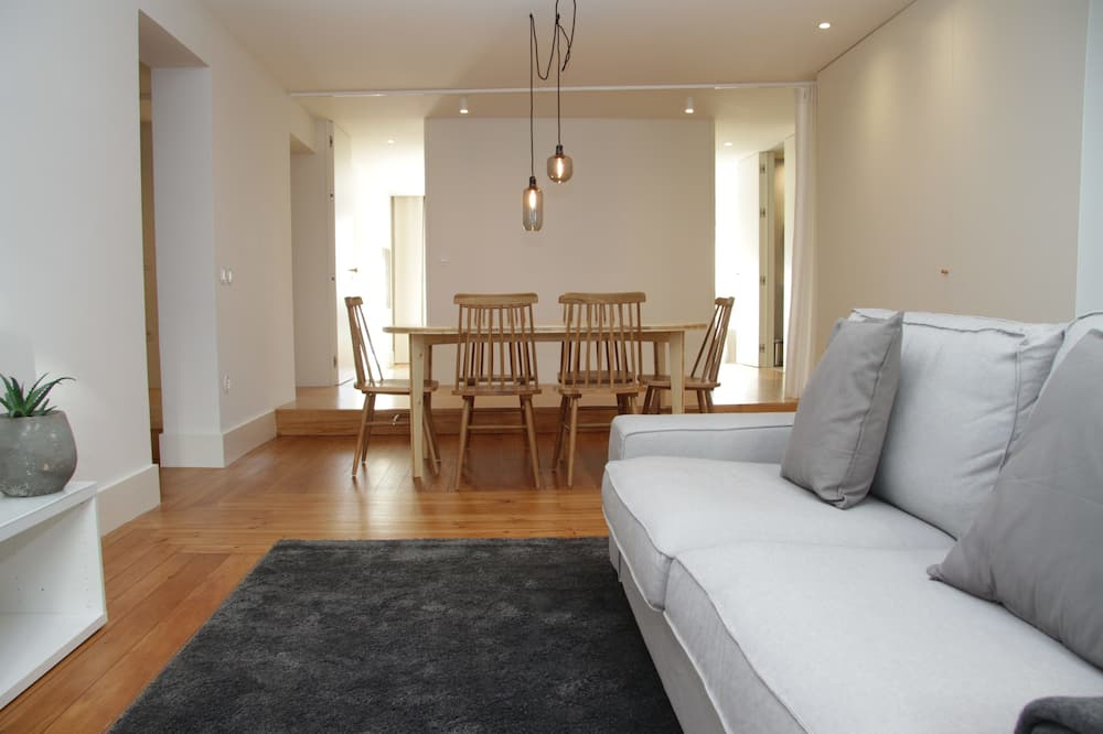 Apartment, 4 Bedrooms, City View - Living Area