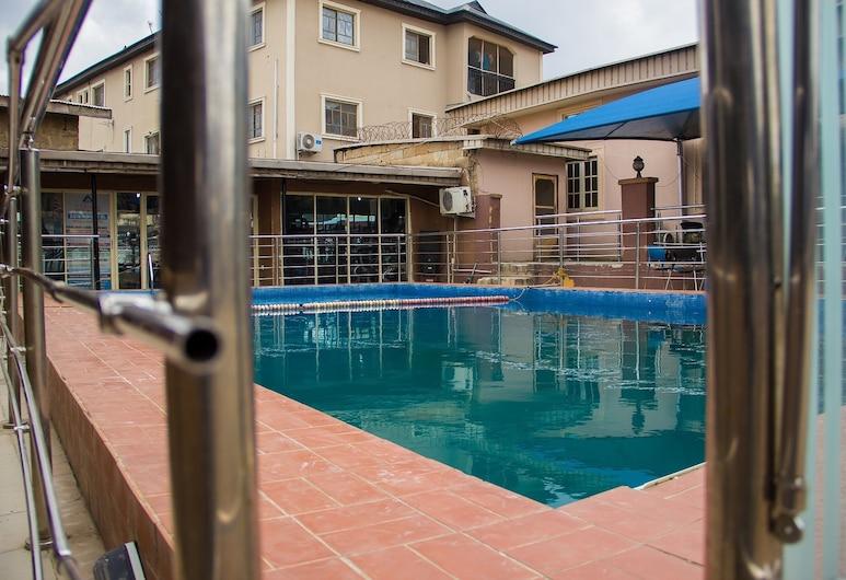 迪荷尼西斯飯店, 拉各斯, 室外游泳池