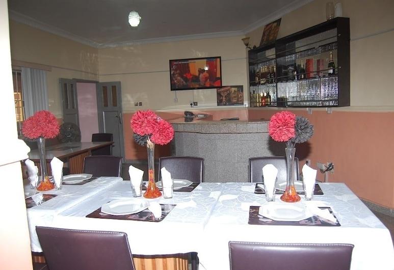 Bella-Rose Hotel, לאגוס, בר המלון