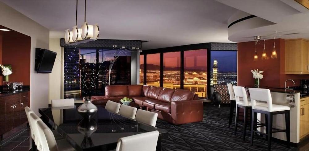 Book 488th Floor 48 Bedroom Penthouse Suite In Elara Hilton For 48 In Classy 3 Bedroom Penthouses In Las Vegas
