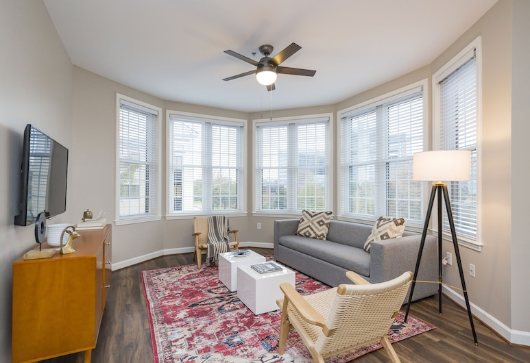 Mint House in Hillsboro Village, Nashville, Deluxe Apartment, 1 King Bed with Sofa bed, Kitchen, Living Area