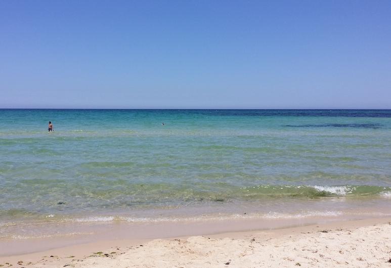 Monte Carlo Sousse Luxury Living Beachfront Apartment, Сус, Пляж