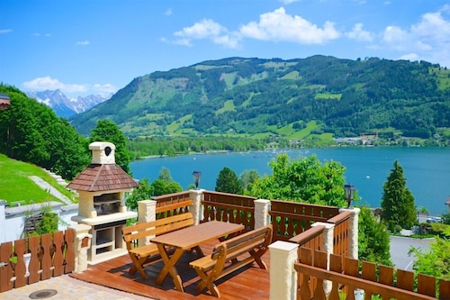 Chalet-Over-The-Lake