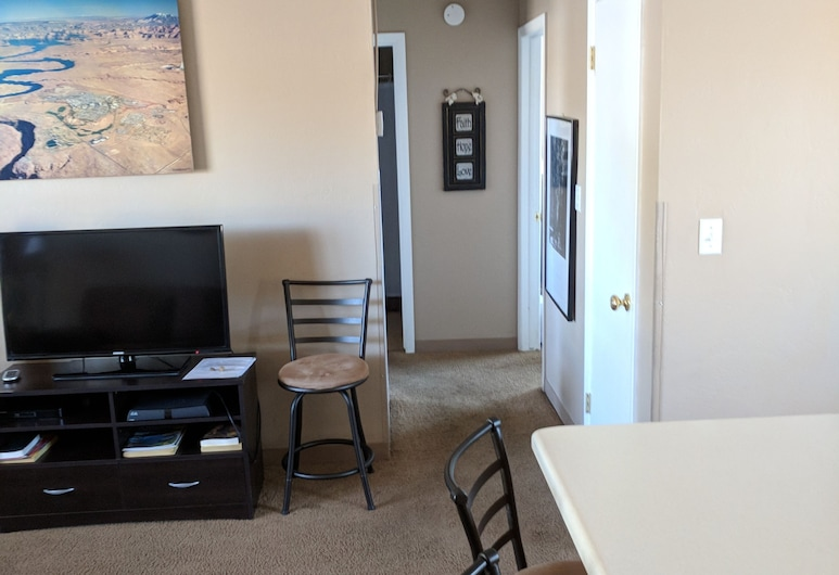 Page Lake Powell Nightly Rental, Page, Familienapartment, 2Schlafzimmer, Küche (104), Wohnbereich