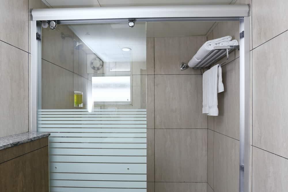 Deluxe Room - Bathroom