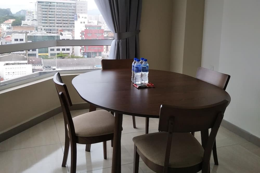 Family Condo, 2 Bedrooms, 2 Bathrooms, City View - In-Room Dining