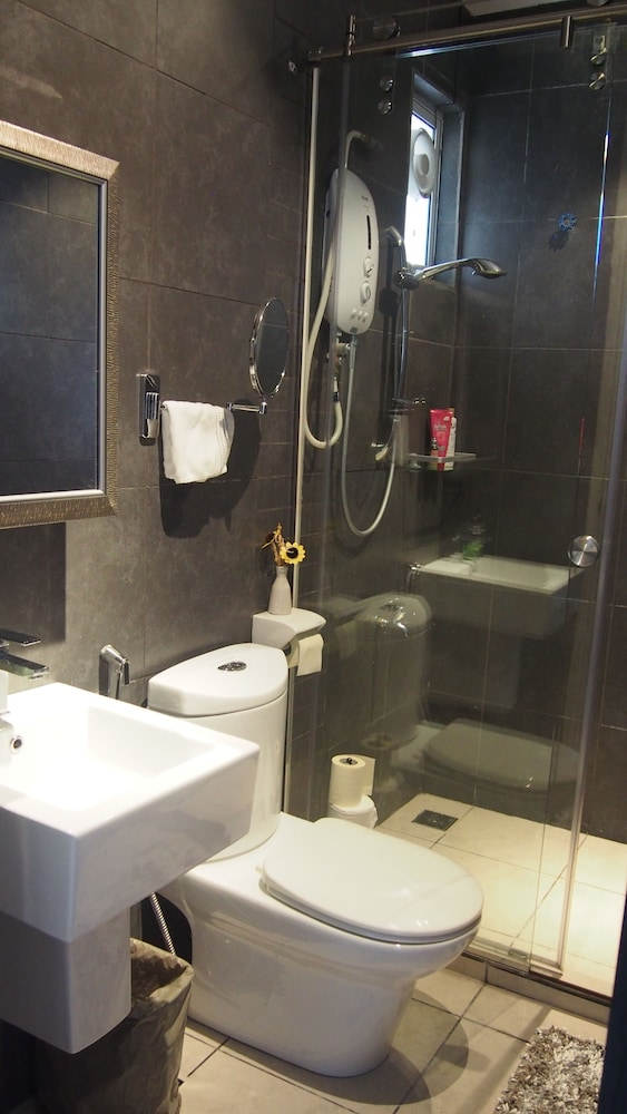 suz contemporary condo kota kinabalu condo 1 bedroom bathroom - Bathroom Accessories Kota Kinabalu