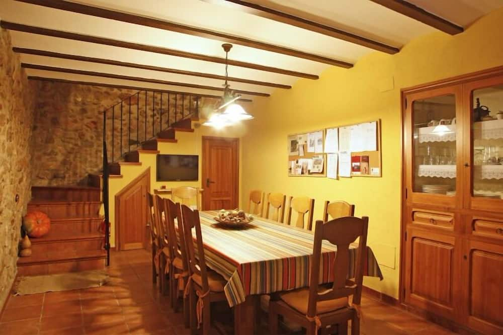 House, 4 Bedrooms, Terrace - In-Room Dining
