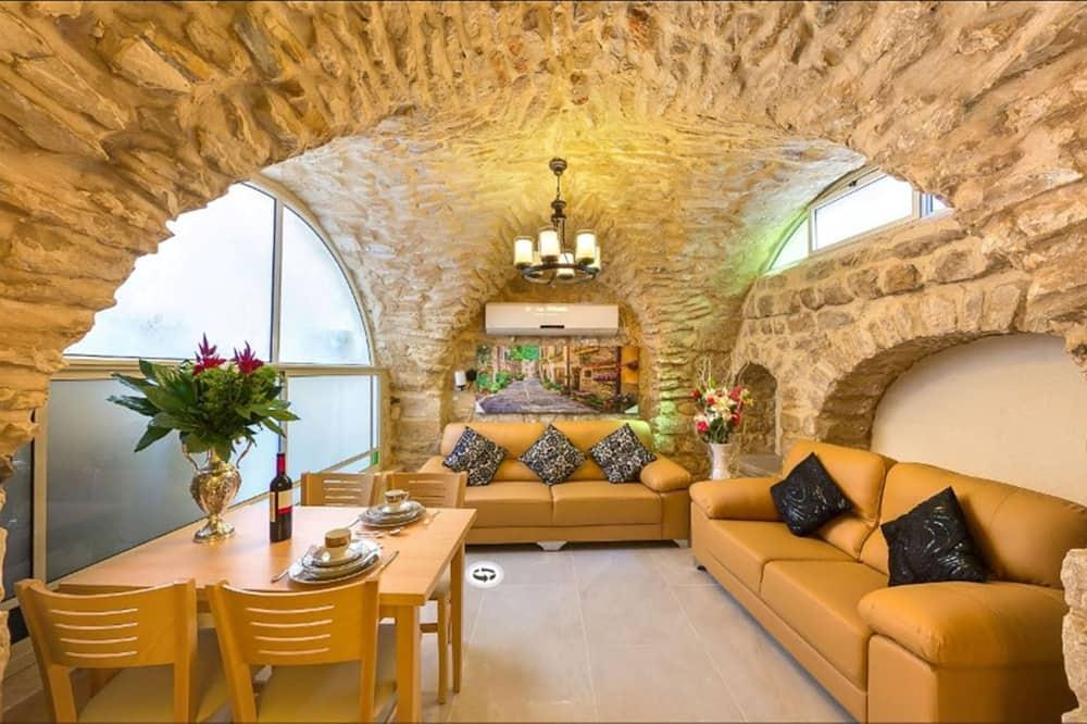 Studio Suite, 1 Bedroom, Mountain View - Living Room
