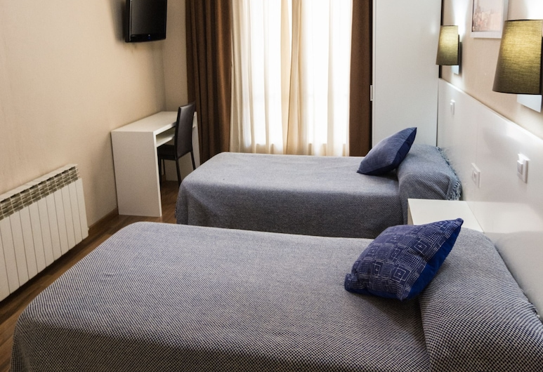 Hostal Lesseps, Barcelona, Double Room, 2 Twin Beds (Exterior), Guest Room
