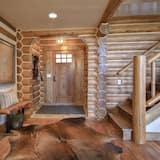 Wooly Bugger Cabin. Luxury Log Home in Victor, ID. A/C & Hot Tub