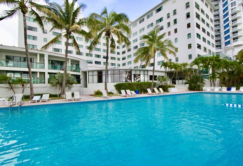 كاسابلانكا باي سواريز كوندو هوتلز, ميامي بيتش, حمام سباحة