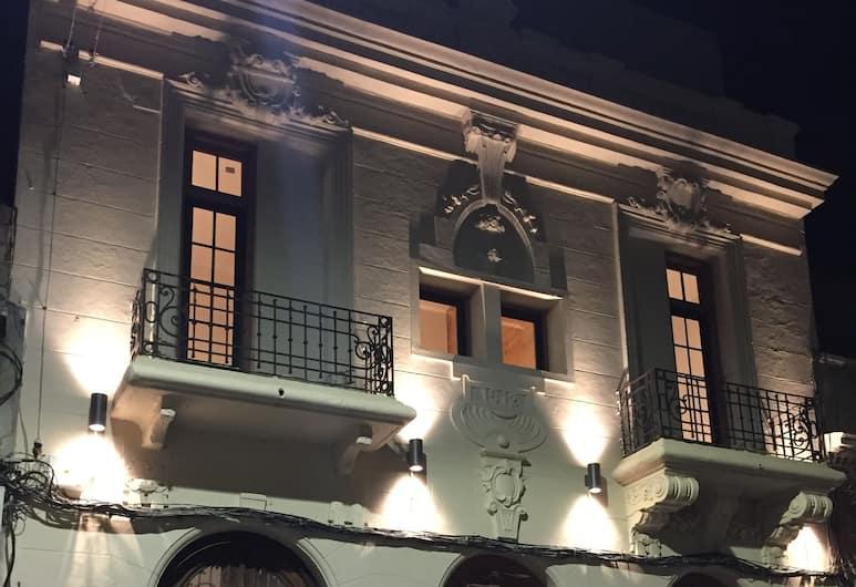Circus Hostel&Hotel Montevideo, Montevideo, Mặt tiền khách sạn - Ban đêm